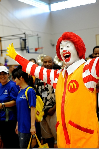 1200px-Ronald_McDonald_cheers_during_the_Special_Olympics_opening_ceremony_at_Kadena_Air_Base_in_Okinawa%2C_Japan%2C_Nov_111105-F-ZT401-232
